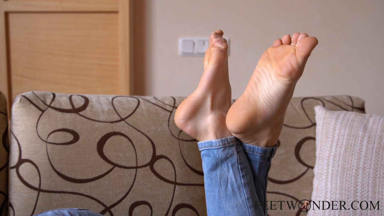 Teen Girl Shows Her Toes And Soles