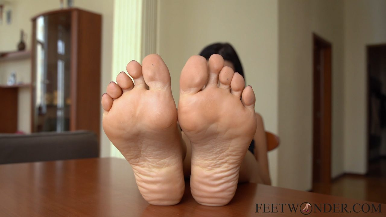 sexy barefoot soles