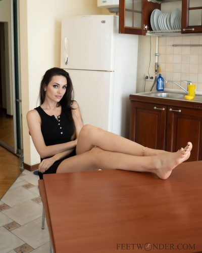 Pretty feet on the table