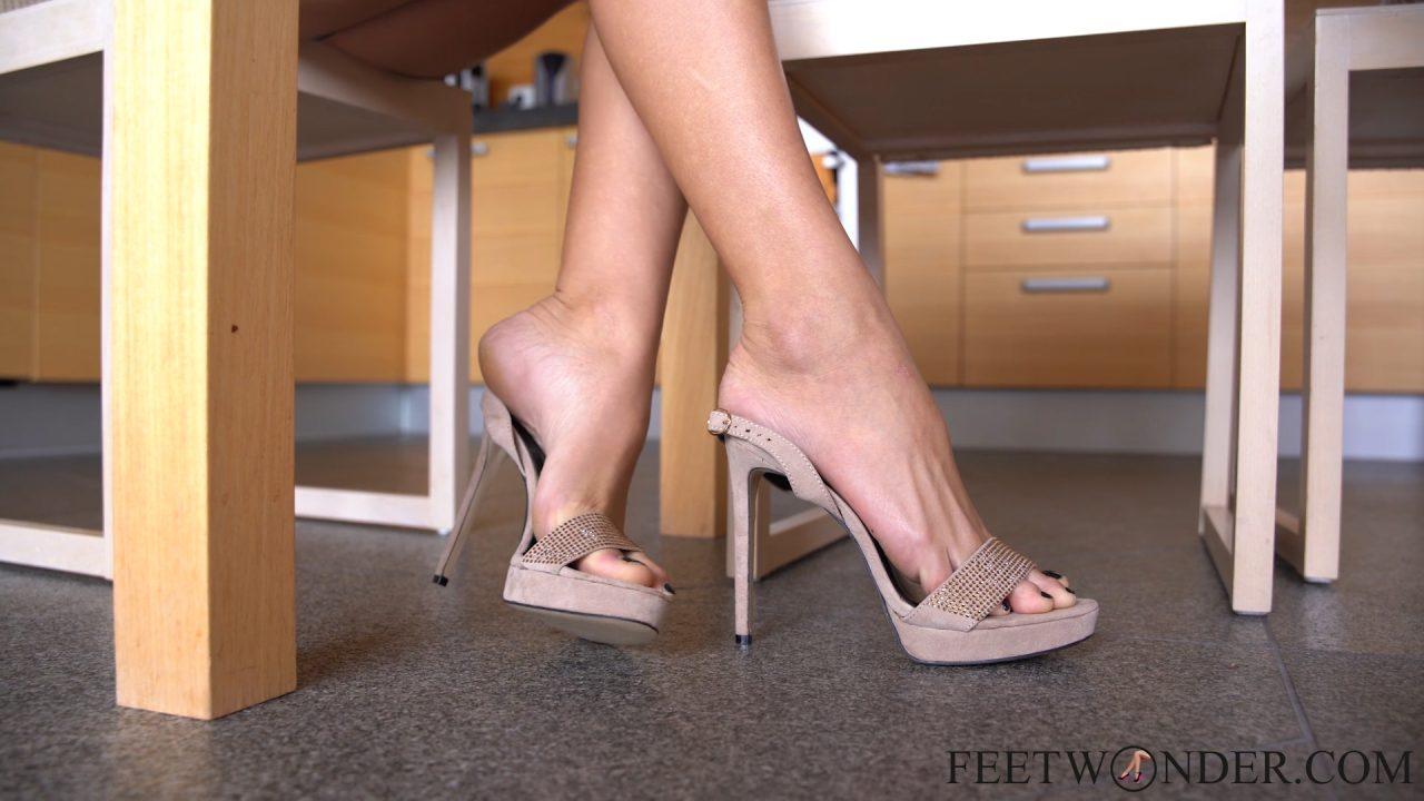 hot teen girl's feet