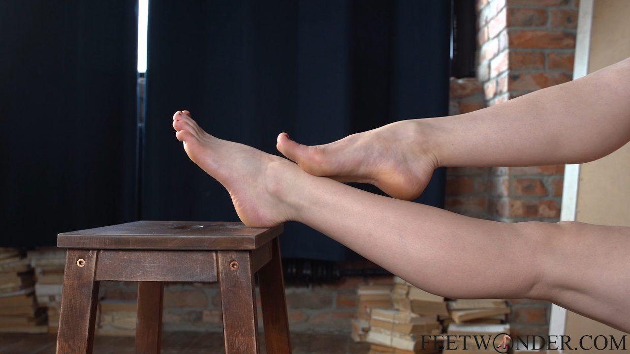 beautiful bare female feet