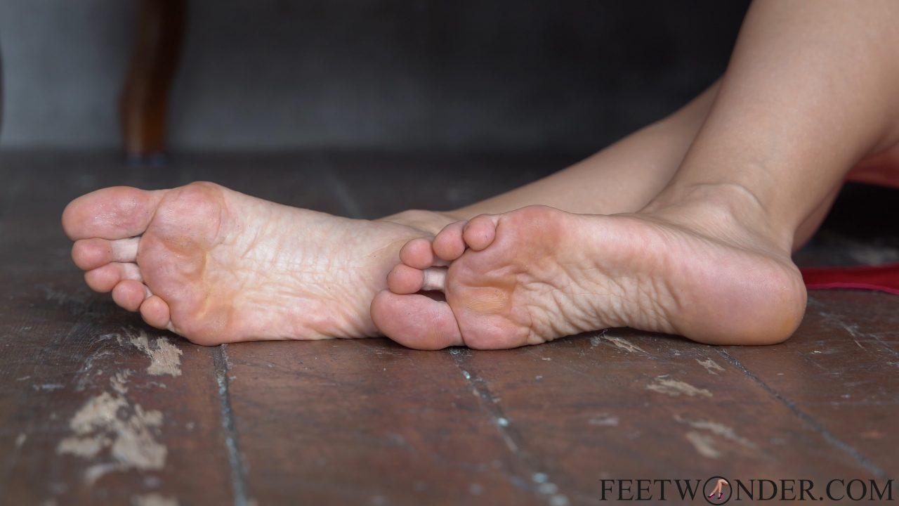 female soles in 4k