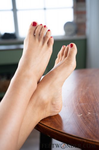 Sexy Female Soles And Toes-33