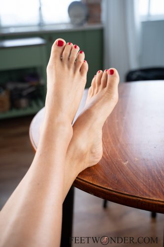 Sexy Female Soles And Toes-34