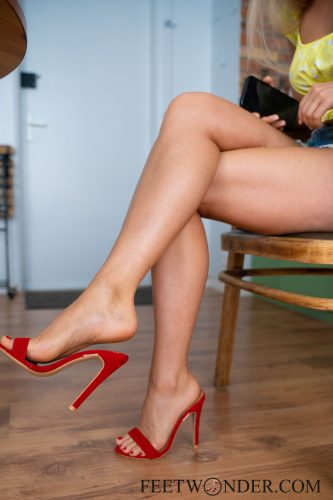 Sexy Female Soles And Toes-39