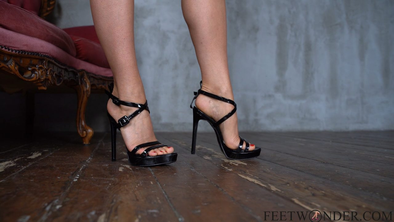 pretty feet and toes