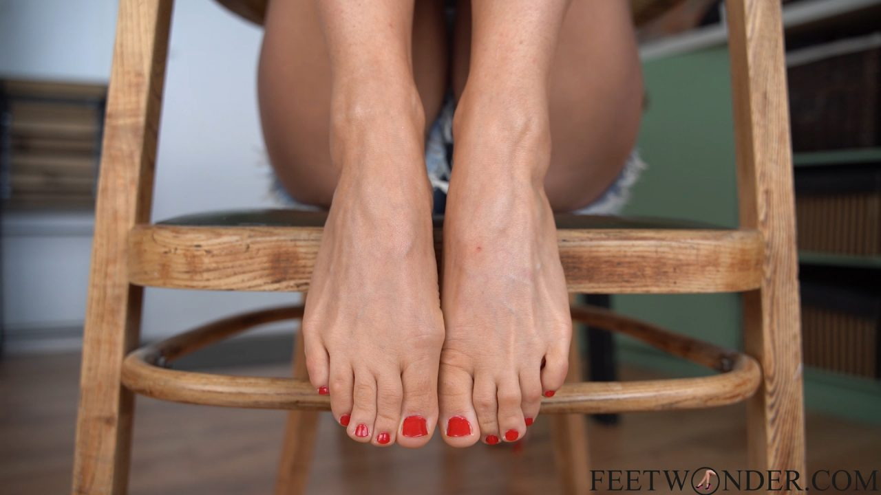 girl with sexy toes