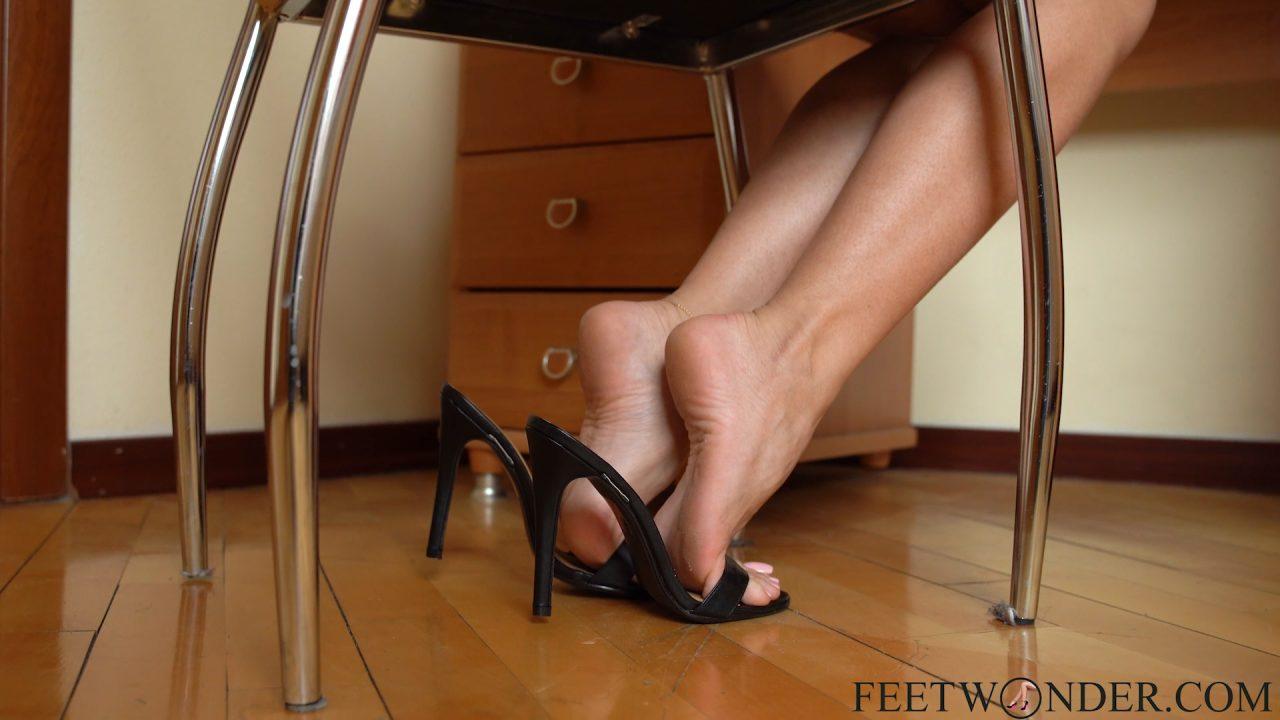 women feet soles