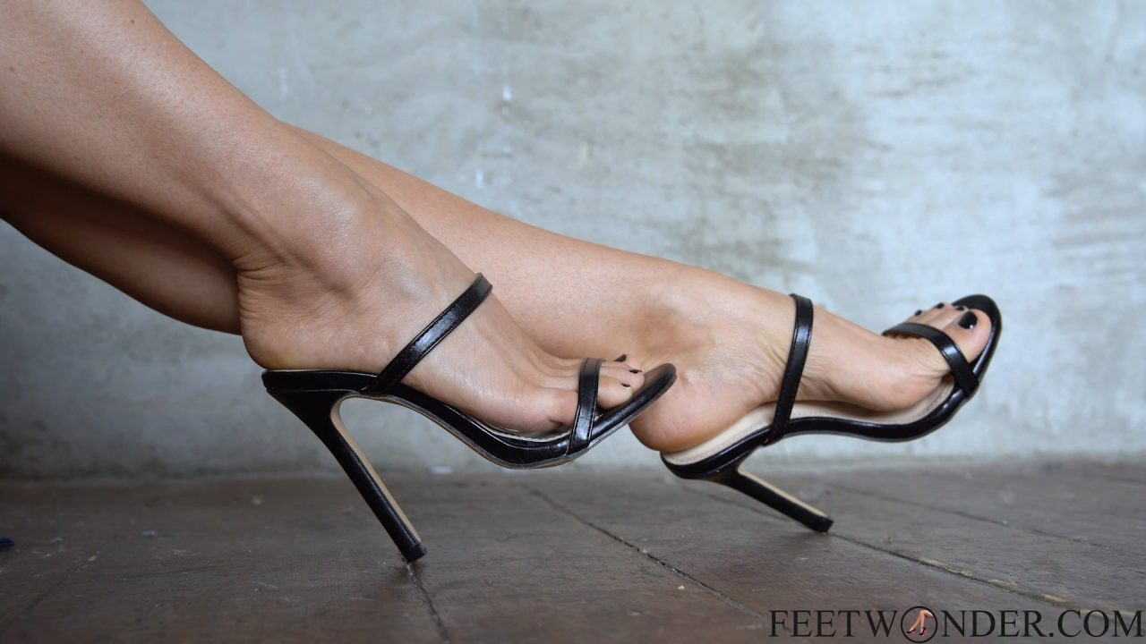 feet in sexy heels