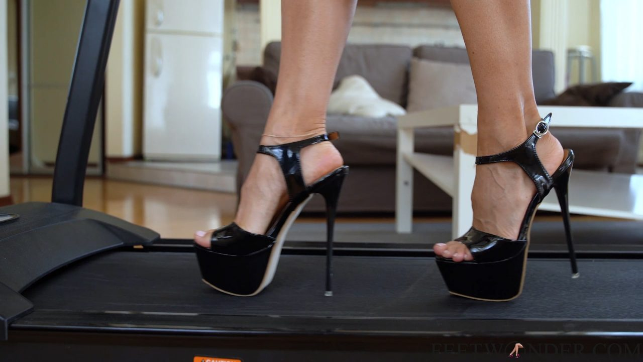sexy feet walking