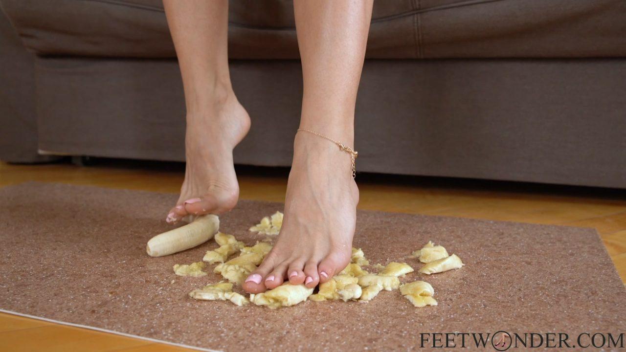 sexy toes and feet banana