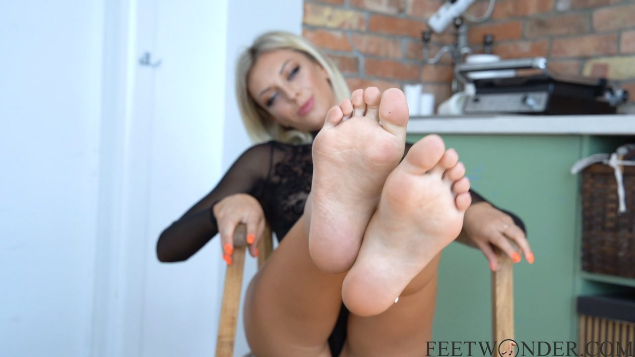 Blong Girl Sexy Soles