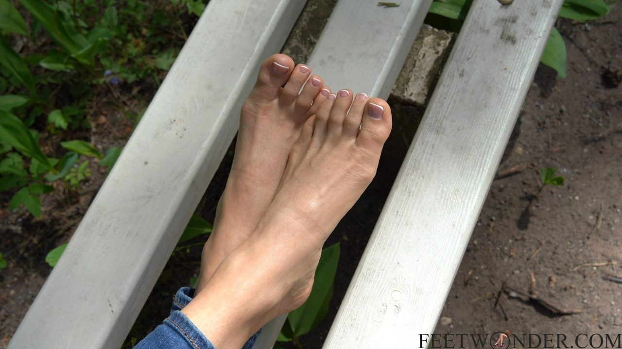 outdoor sexy toes
