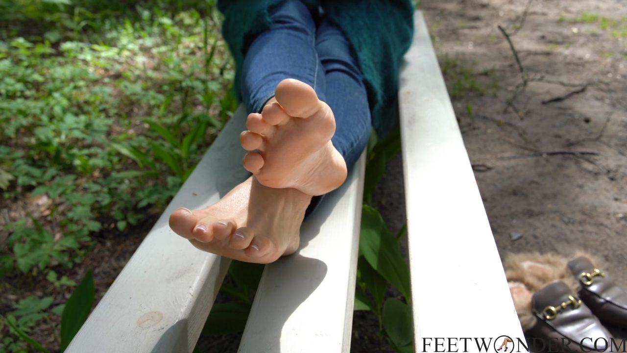 sexy outdoor feet