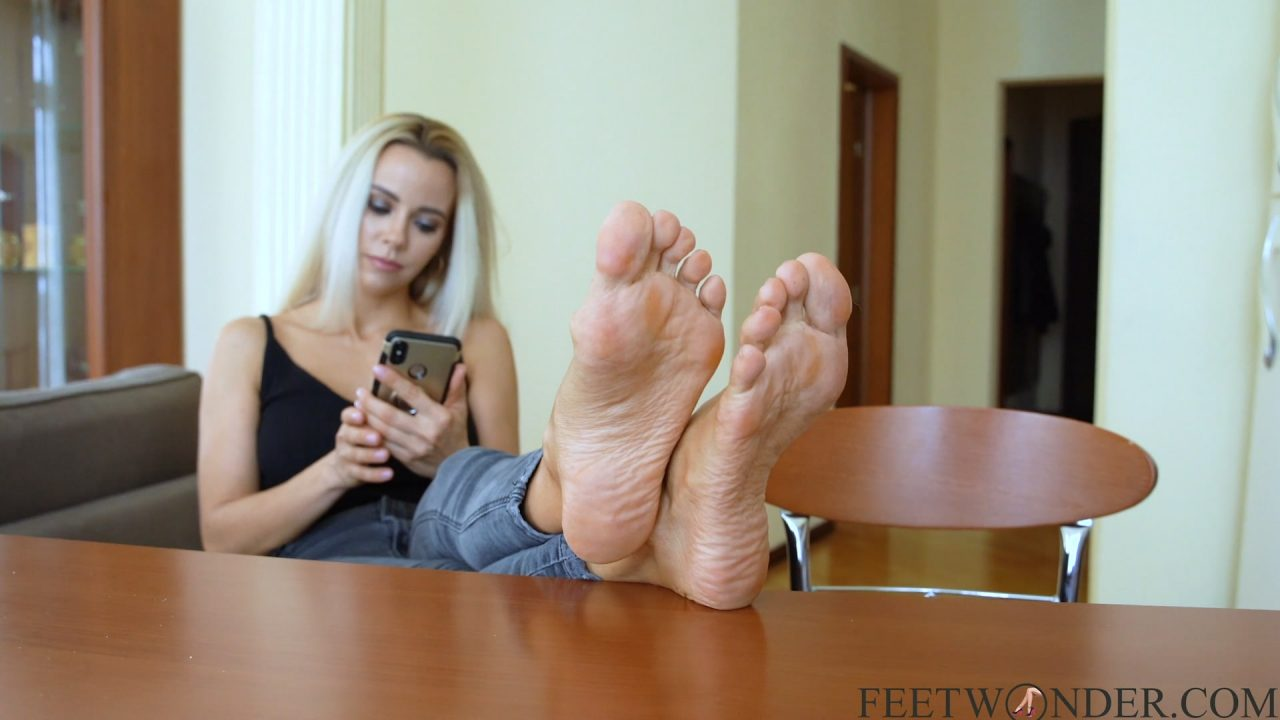 Mature Sexy Wrinkled Feet