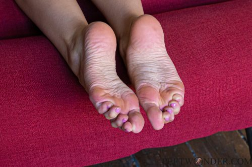 female sexy feet and soles