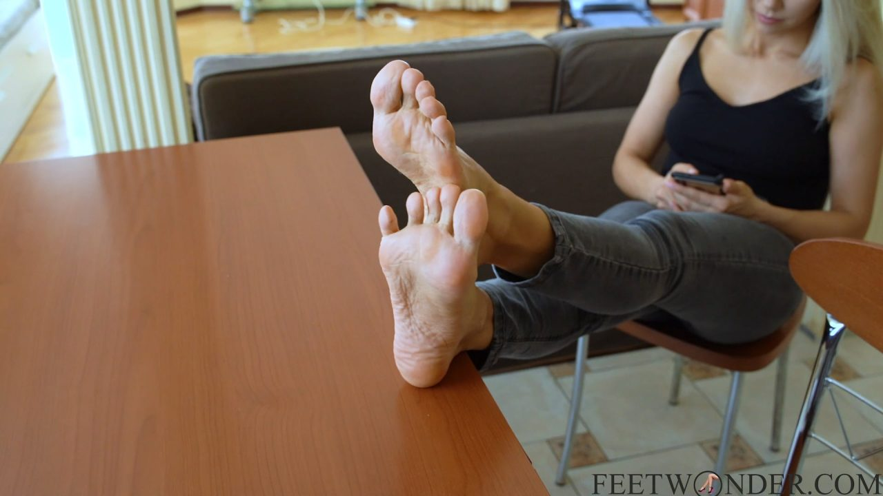 soles toes and feet mature girl