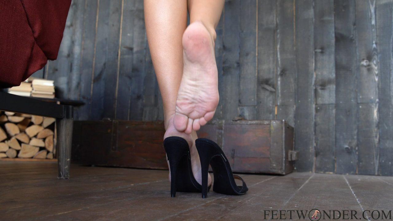 feet dipping