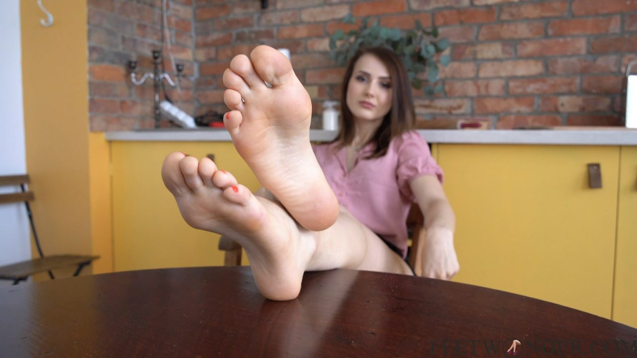 pretty soles and feet