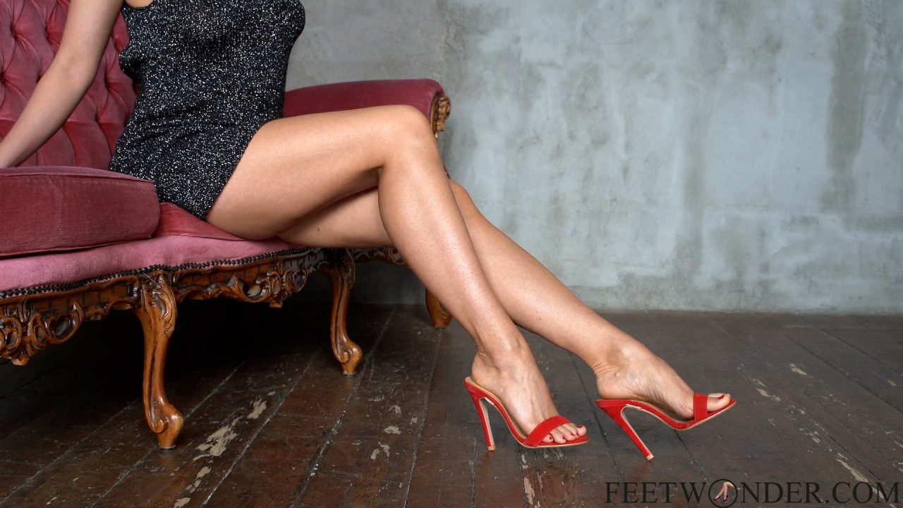 Perfect Legs In red High heels