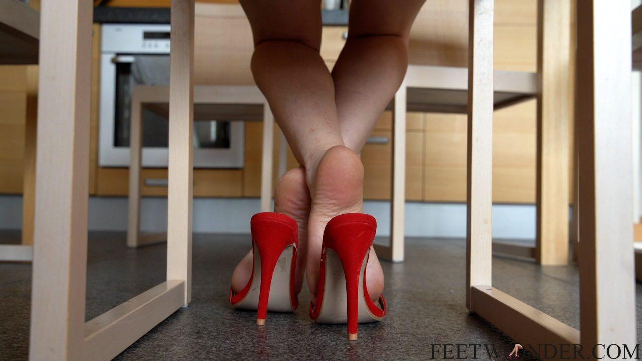 feet spy under the table