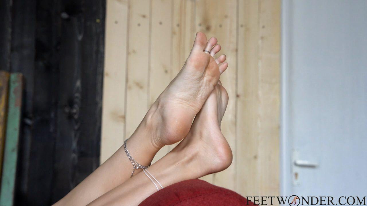 beautiful feet arch