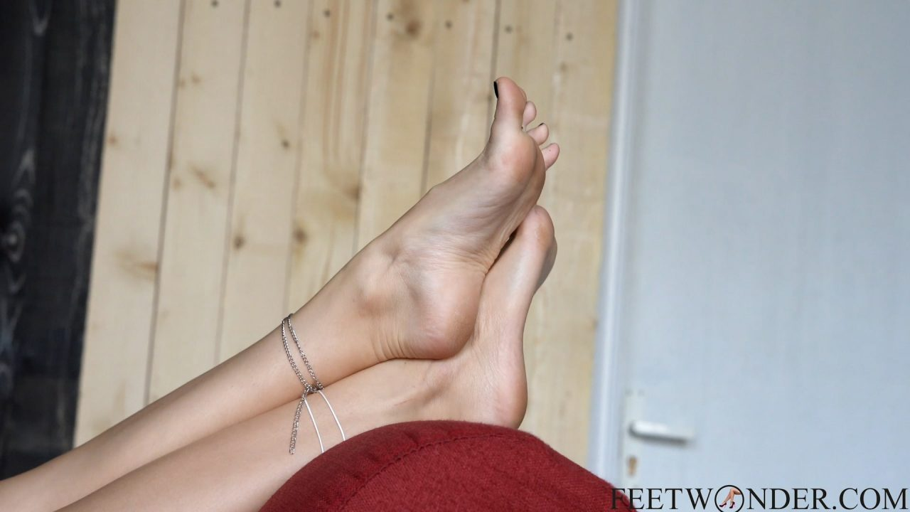 female soles and toes