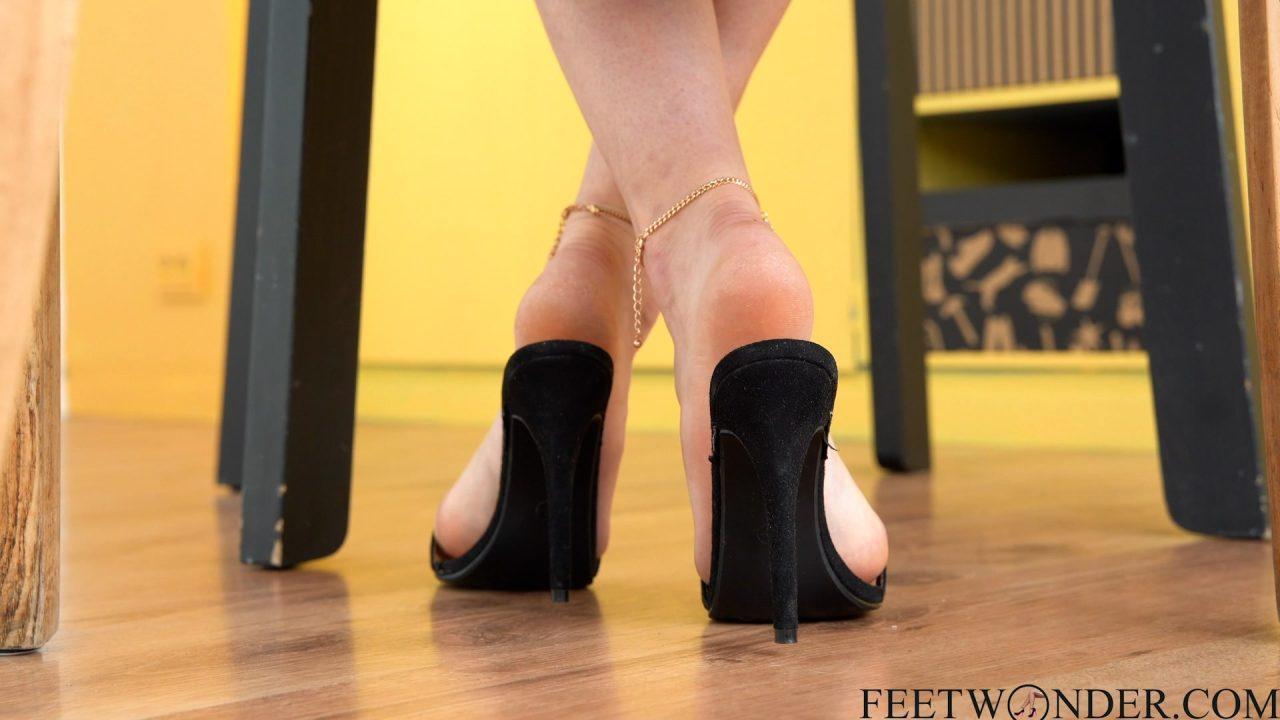 pretty feet in high heels