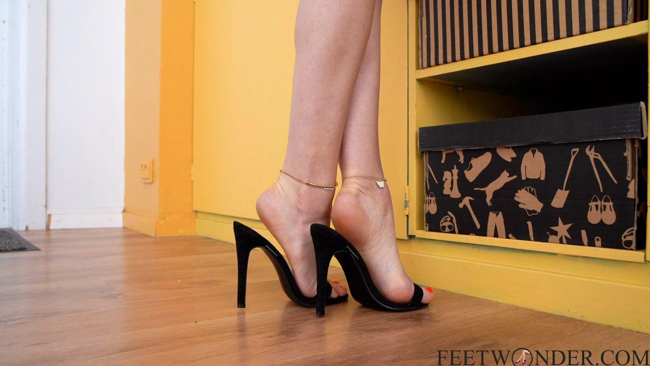 sexy tiptoeing