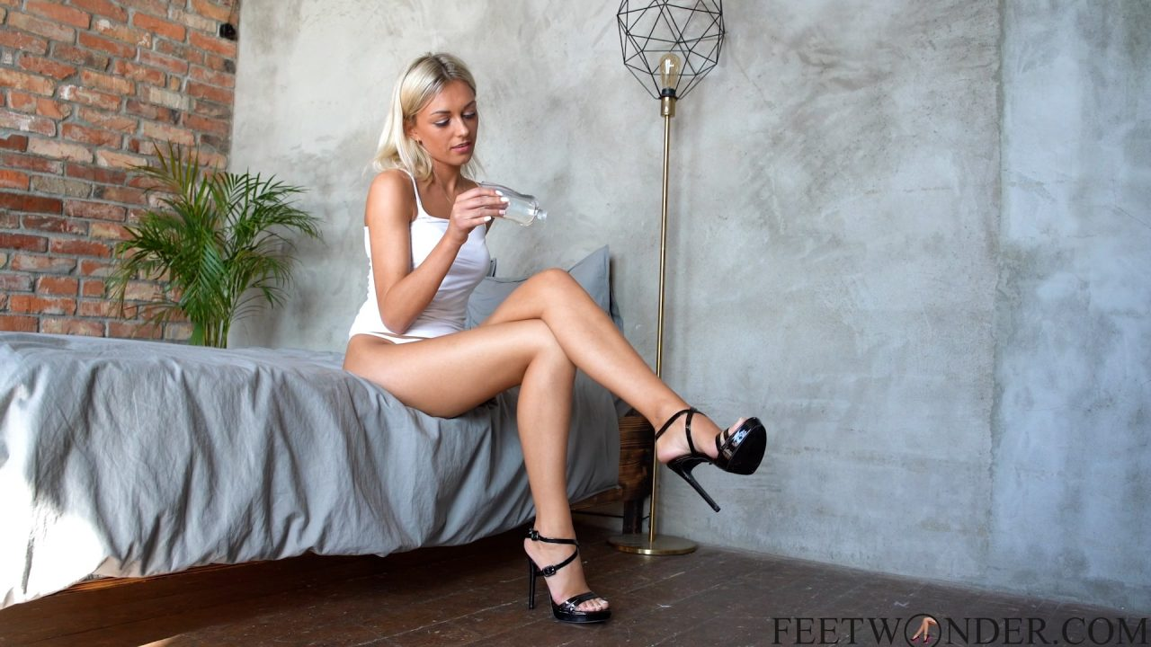 Girl With Well Oiled Legs Shows Her Feet