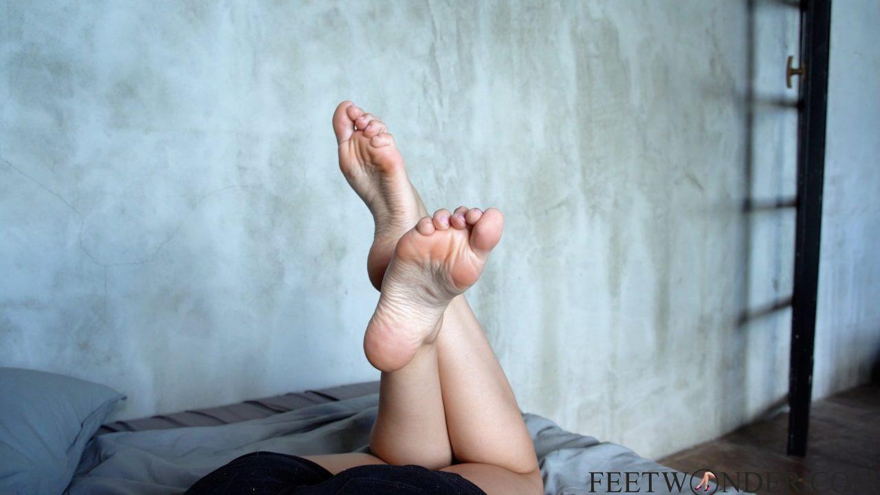 pretty feet and legs