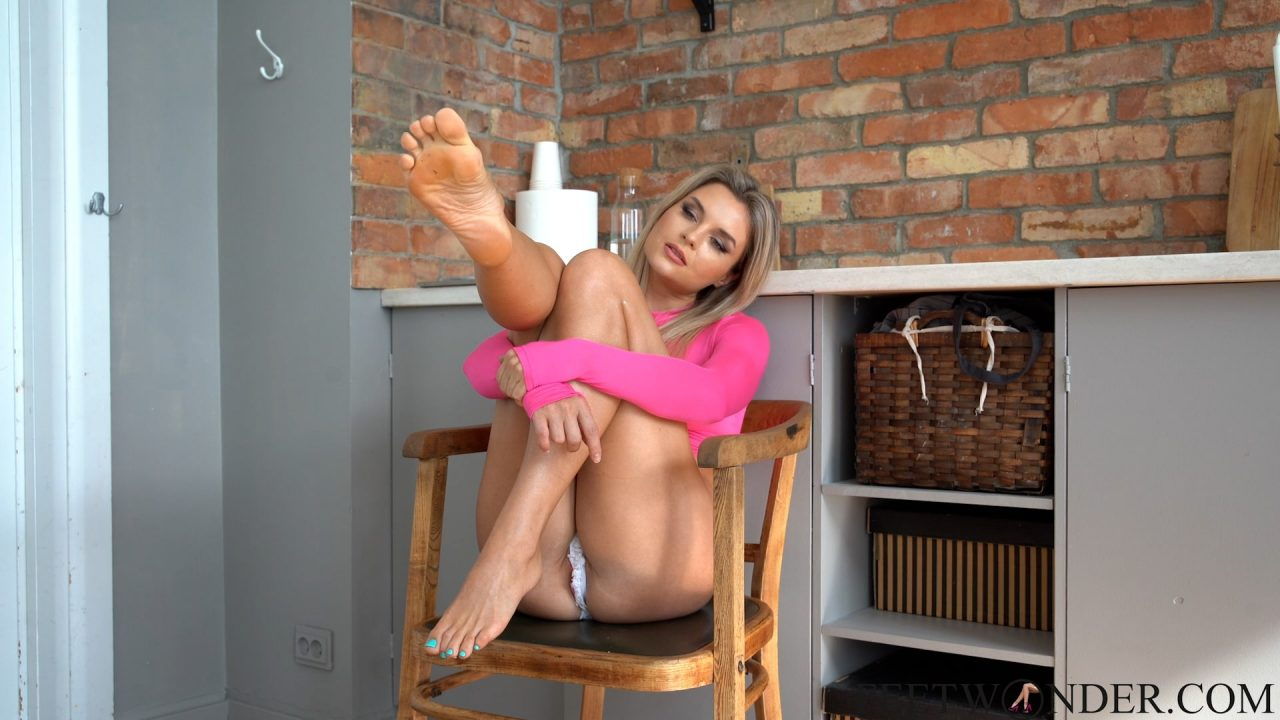 barefoot model and pretty toes
