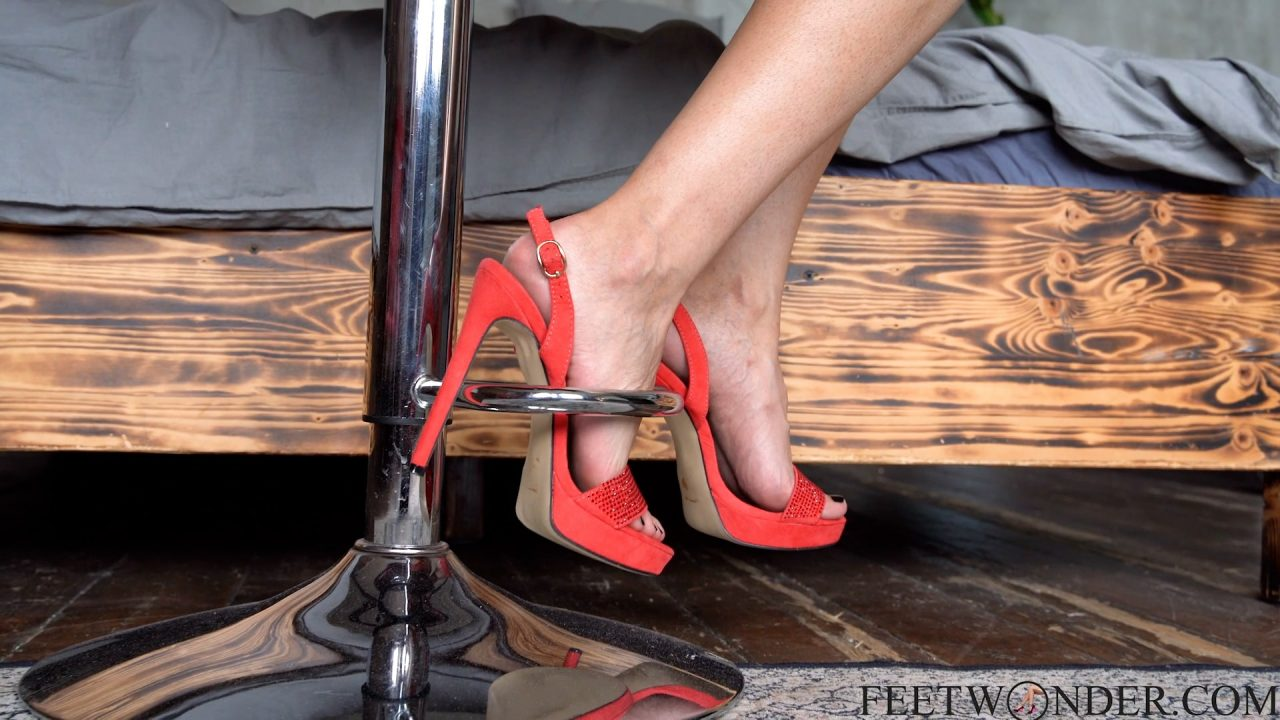 sexy asian feet in high heels-min