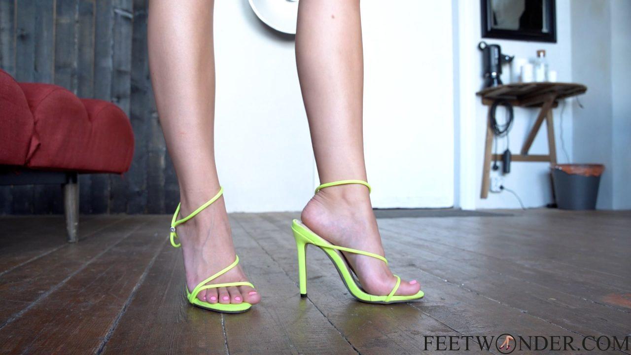 sexy small female feet
