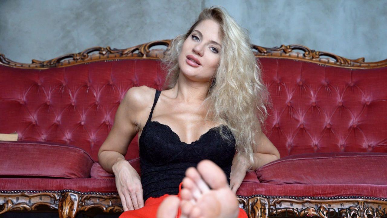 mature feet model