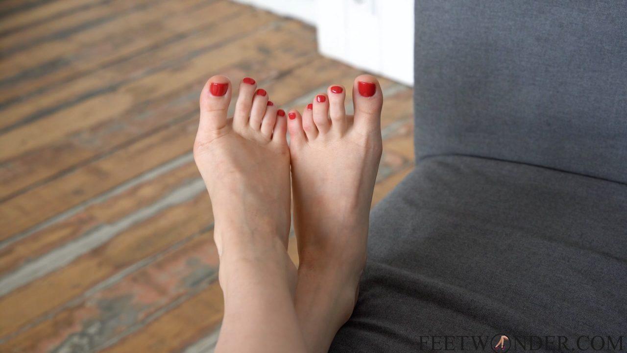 pretty female toes